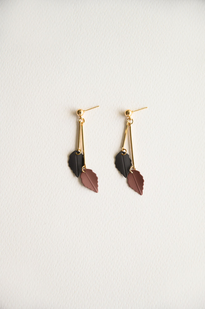 Load image into Gallery viewer, Ontario Earrings in plum (S925)
