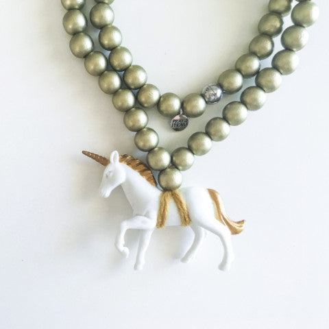 Pray4Trax Necklace White Unicorn On Gold