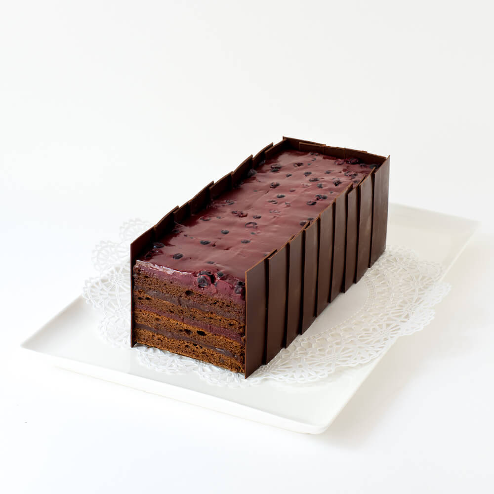 Fouet Black Currant Chocolate Cake