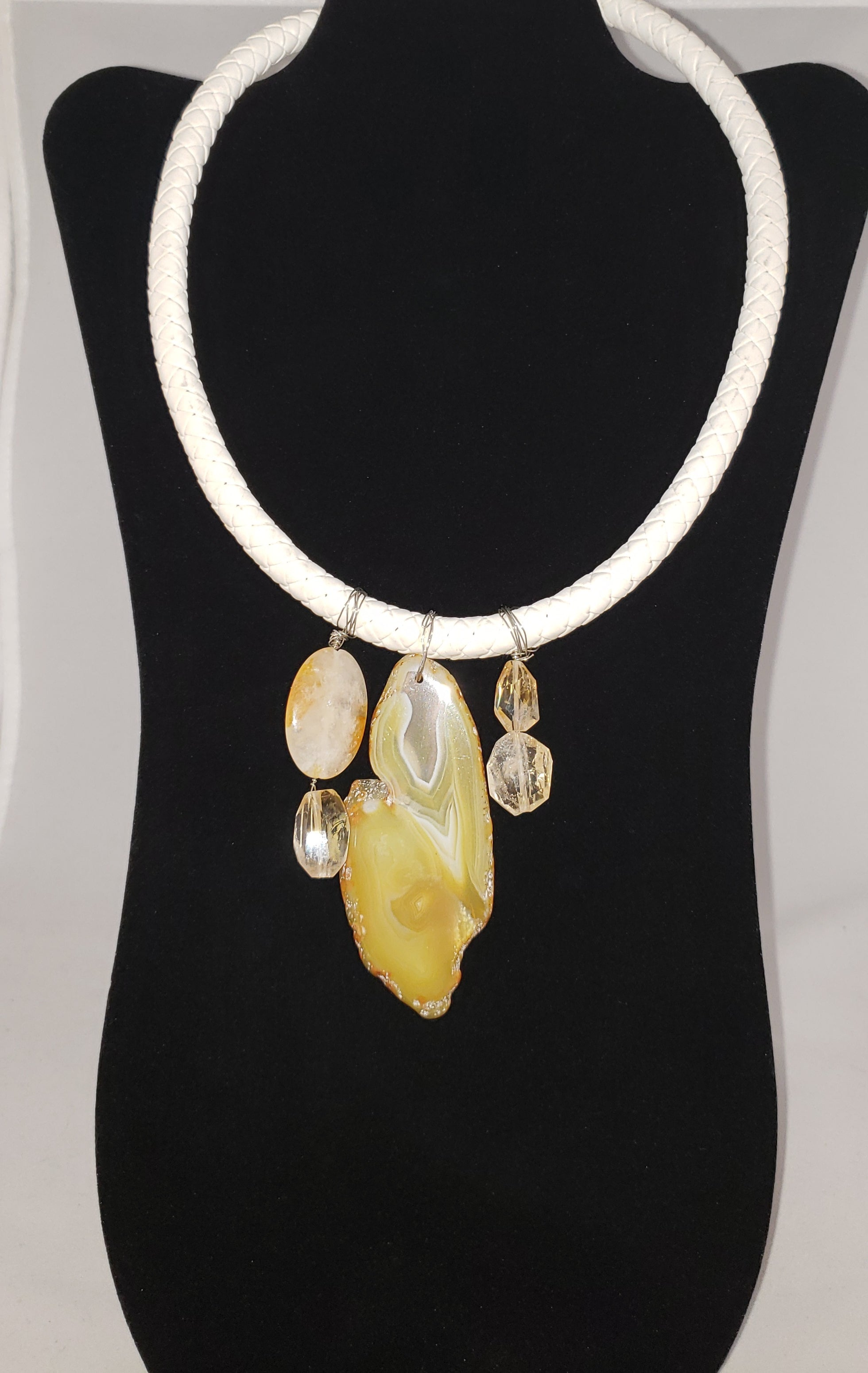 Lei White Leather, Citrine and Agate Necklace