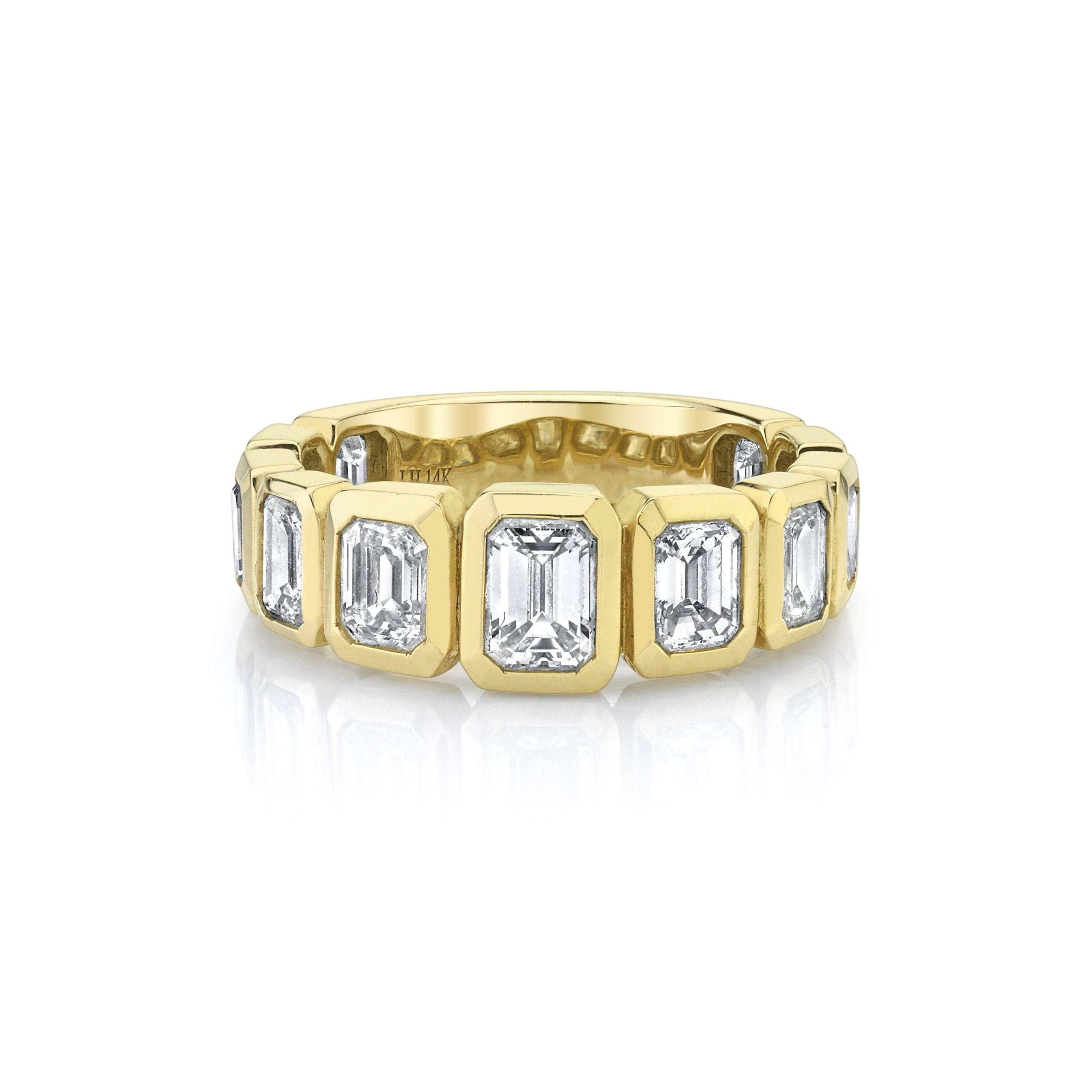 NEW! Graduated Emerald Cut Diamond Band