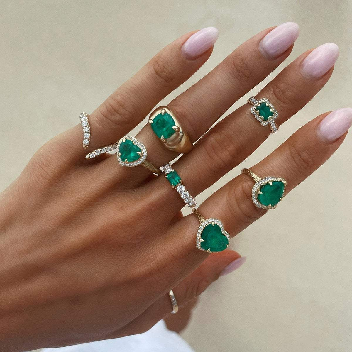 NEW! French Pavé Queen Cloud Fit Band with Emerald Center