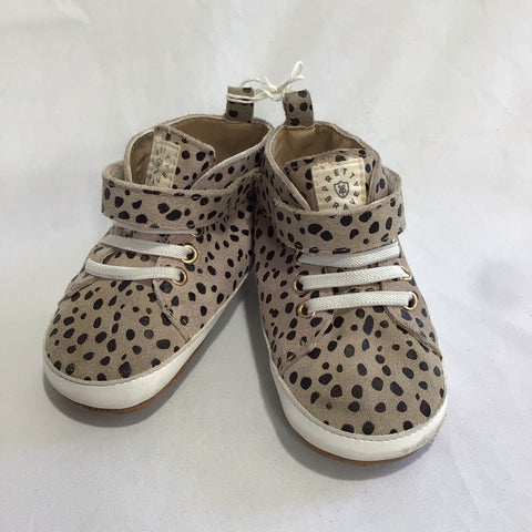 Pretty Brave HI-TOP spots size large
