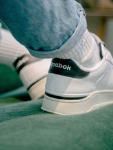 Lade das Bild in den Galerie-Viewer, Reebok AD COURT White / Black / White