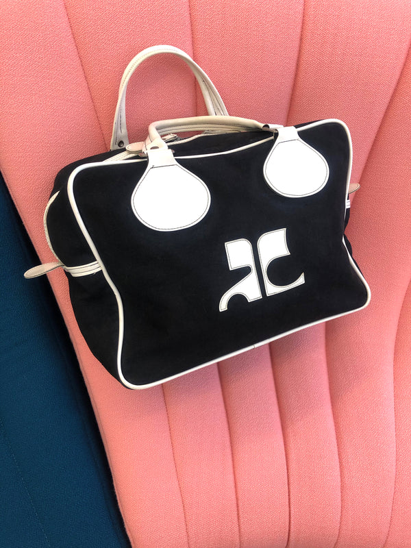 vintage courreges sport bag at plaisir palace paris marais vintage store eshop online plaisirpalace.fr paris le marais best of vintage luxury second hand fashion week haute couture