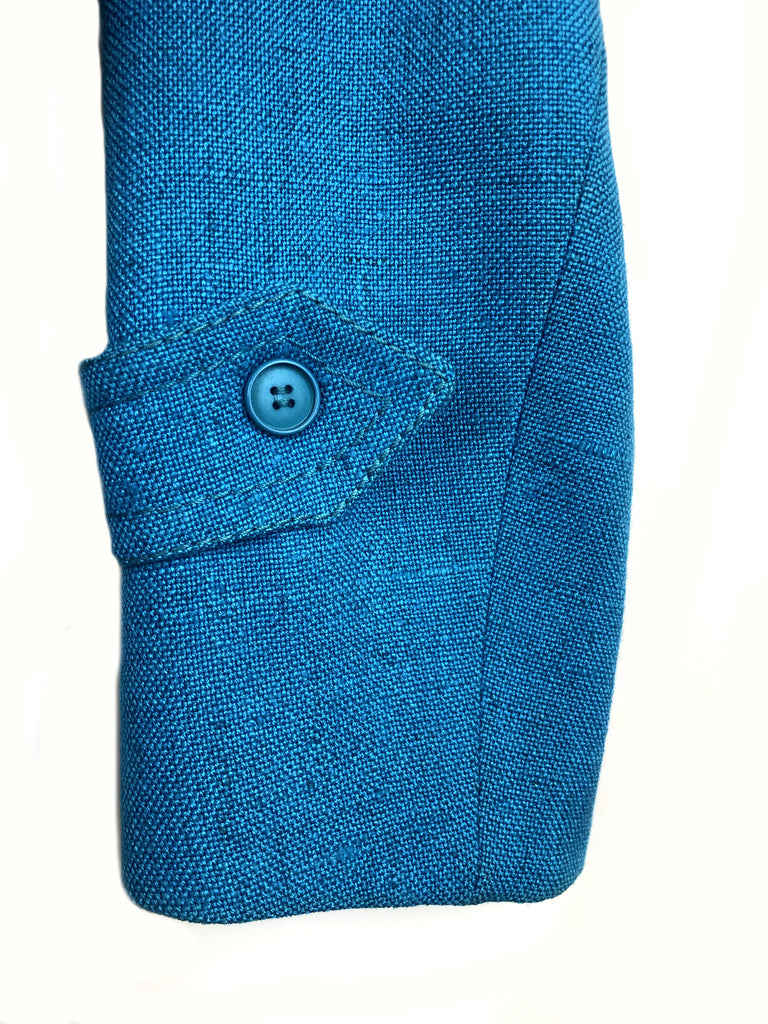 detail of the sleeve of the blue jacket in cotton and linen ted lapidus vintage at plaisir palace Paris