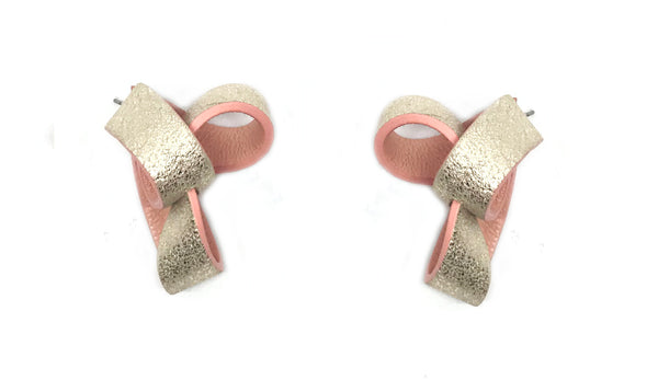 Shimmer Peach Trinity Leather Earring  粉色皮革三角耳環
