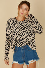 Load image into Gallery viewer, Loose Fit Animal Print Top