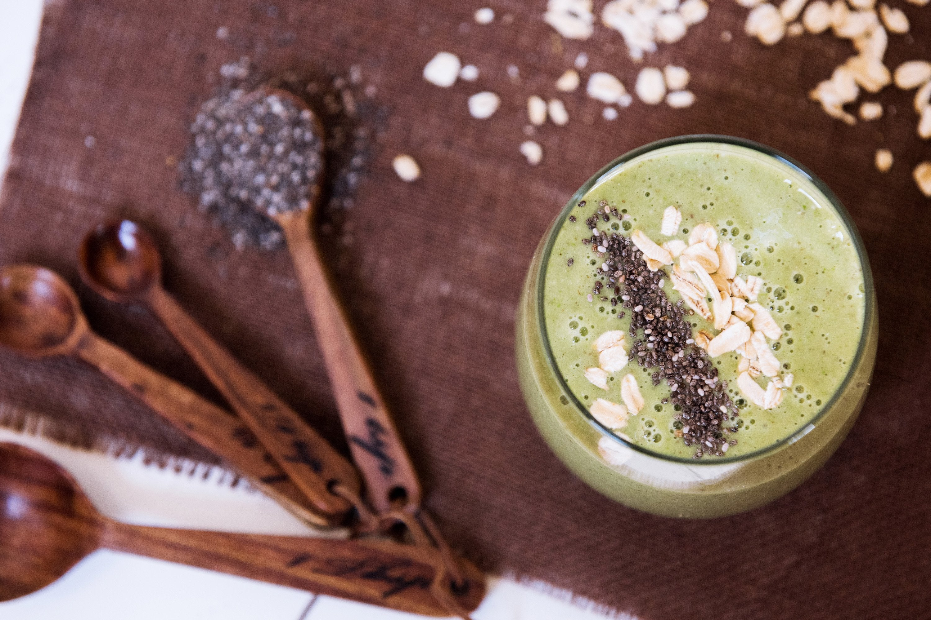 Creamy Banana, Oatmeal, and Chia Breakfast Smoothie