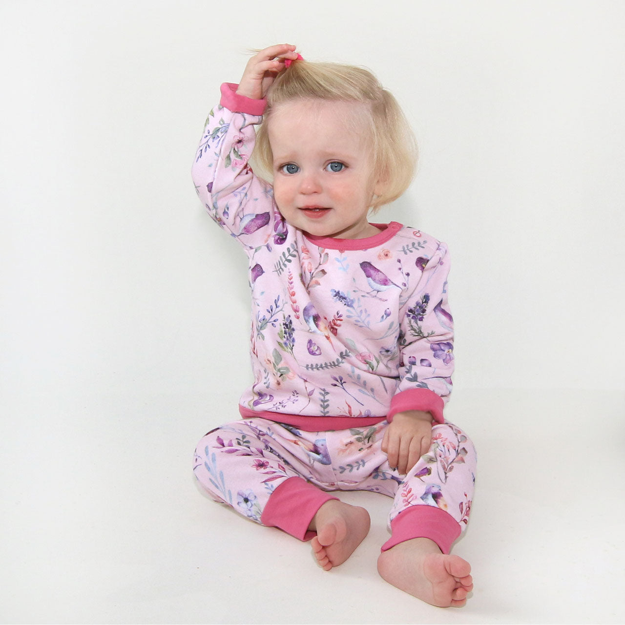 Baby Sweatshirt mit Blumendruck in hellrosé-soft pink von Enfant Terrible