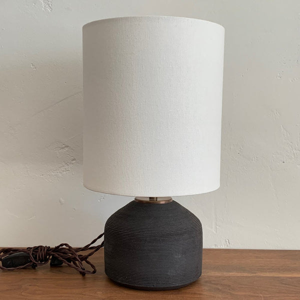 Agnes Lamp in Ribbed Black Sand