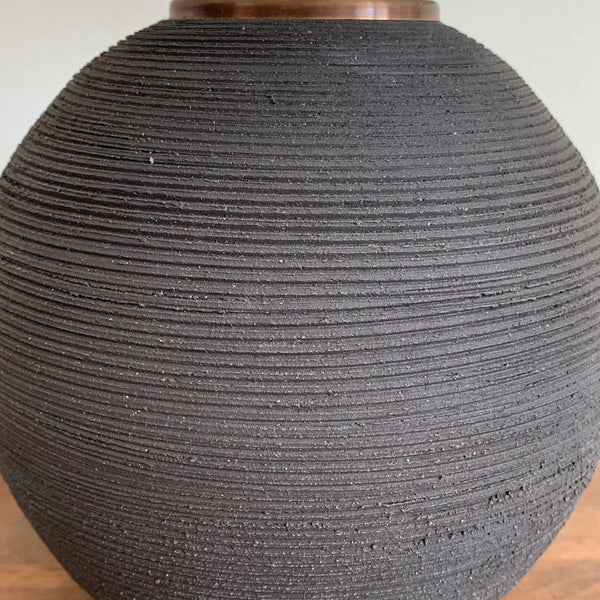 Ribbed Orb Lamp - Black Sand
