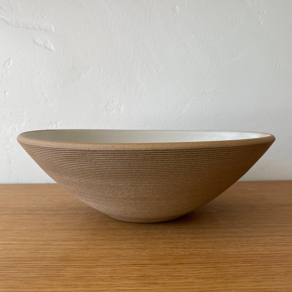 Ribbed Sand Serving Bowl
