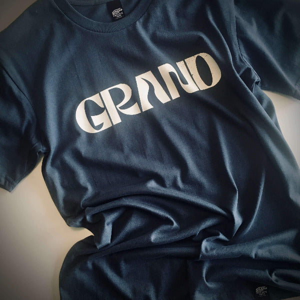 <img source='pic.gif' alt=' grand pacific customs GRAND tee petrol blue front' />