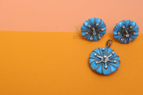 Button Like Pendant Set
