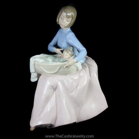 "Nao Lladro 1214 ""Bundle of Love"" Porcelain Figurine Collectors Item"