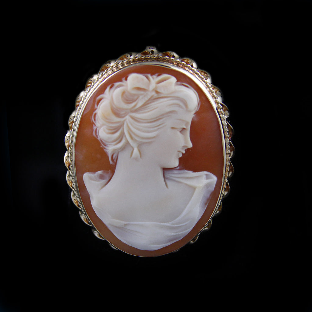 Gorgeous Oval Cameo Pendant/Pin in Yellow Gold - The Castle Jewelry  - 1