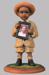 Emma Jane's - Calvin Held His Momma's Picture - figurine