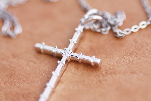 Diamond Cross pendant in White Gold, Rose Gold or Yellow Gold