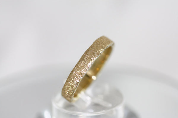 Textured Gold Wedding engraved ring Hammered Yellow Gold Wedding Ring
