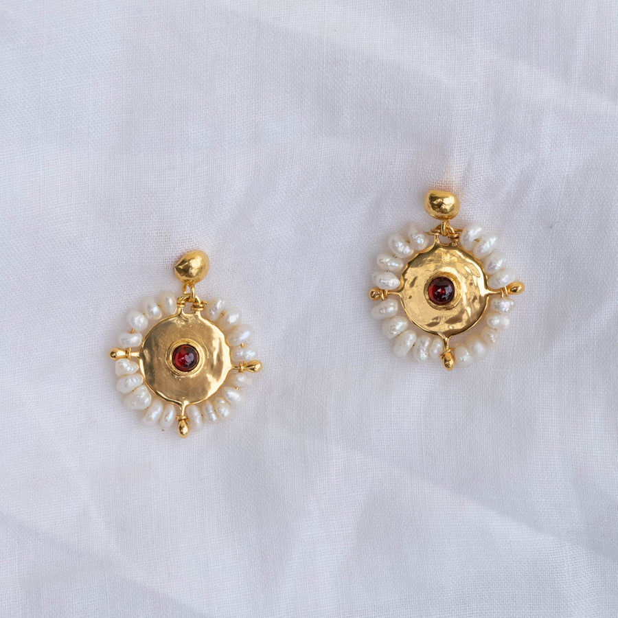 L'ange Garnet Earrings