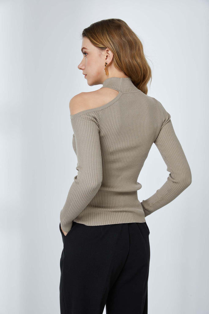 Signature Basic Asymmetric Fitted Top -Whizz