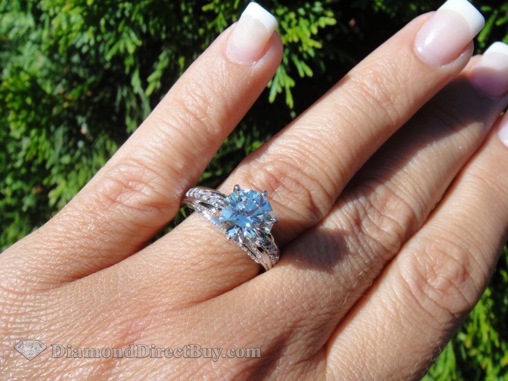 2.20 Total 2.00 Center I Vs2 Color In 18Ct W-Gold Item Engagement Rings