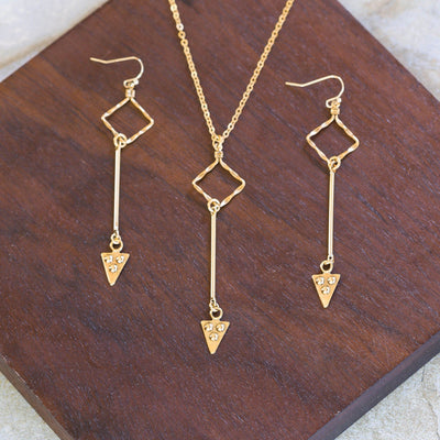 WALK THIS WAY Arrow Necklace