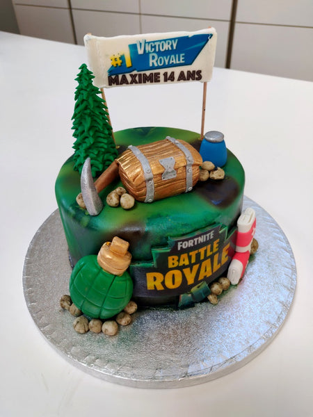 Custom Fortnite cake