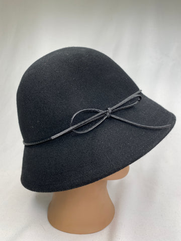 Le chateau black woolen hat