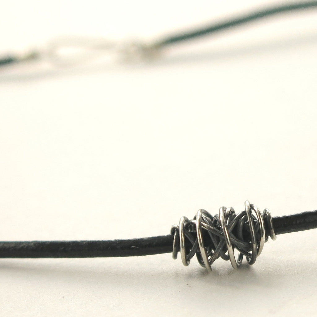 SIMPLI . Tiny Leather Choker