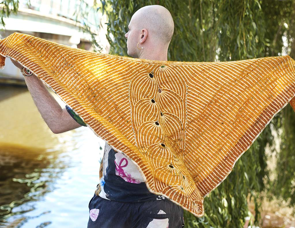 FLYING FOXTAIL SHAWL