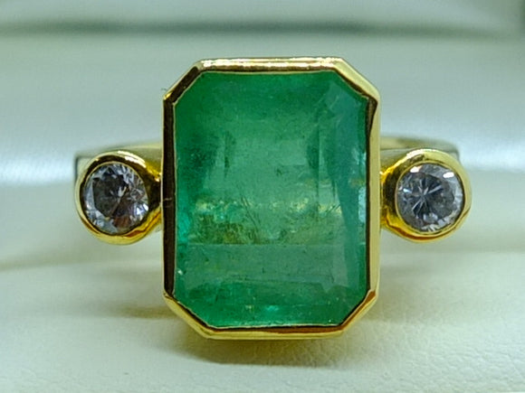 6.23 ct Colombian Emerald, Diamond and 18ct Gold Ring