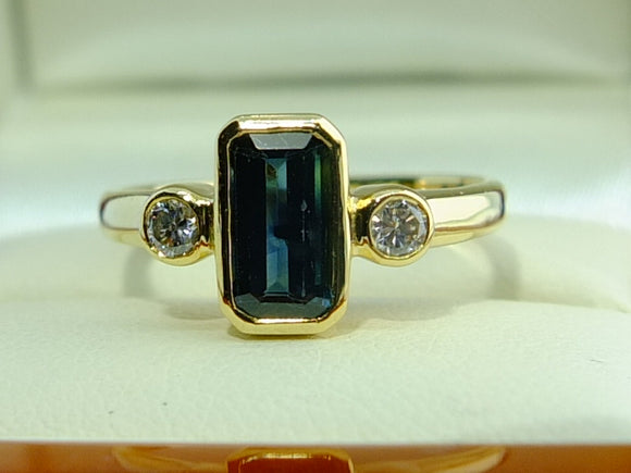 1.89 CT Australian Blue Sapphire Diamond 18 CT gold  ring