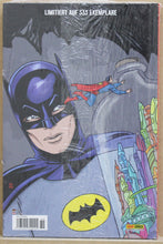 Lade das Bild in den Galerie-Viewer, Batman 66 Band 2 - DC Premium HC 89