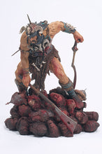 Lade das Bild in den Galerie-Viewer, McFarlane's Monsters - Attila the Hun
