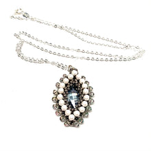 Load image into Gallery viewer, Hojas Pendant | White & Gray