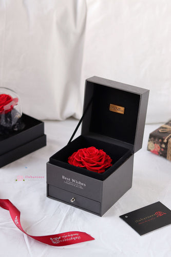 red rose gift box at Iluba Roses flower delivery shop in riyadh