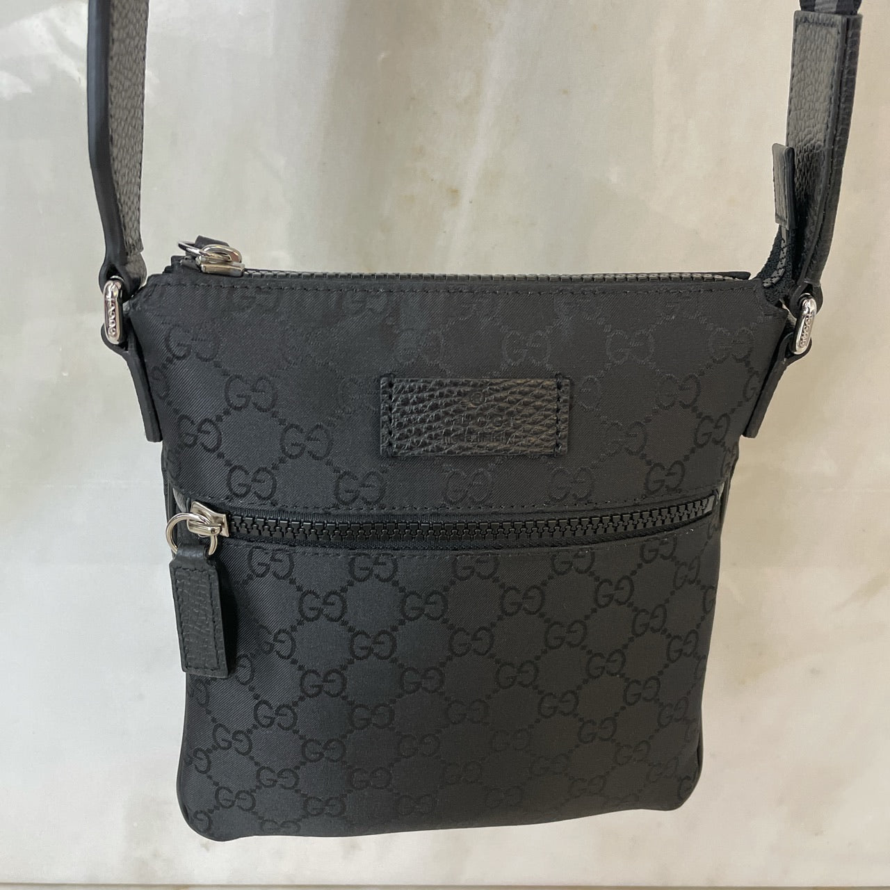 GUCCI GG SUPREME WEB MONOGRAM MESSENGER BAG - BLACK