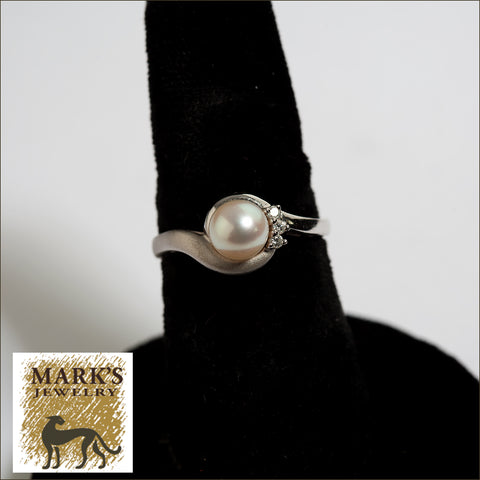 05625 Platinum Pearl and Diamond Ring