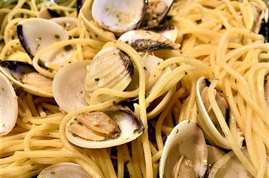 Lemon Garlic Linguine with Clams