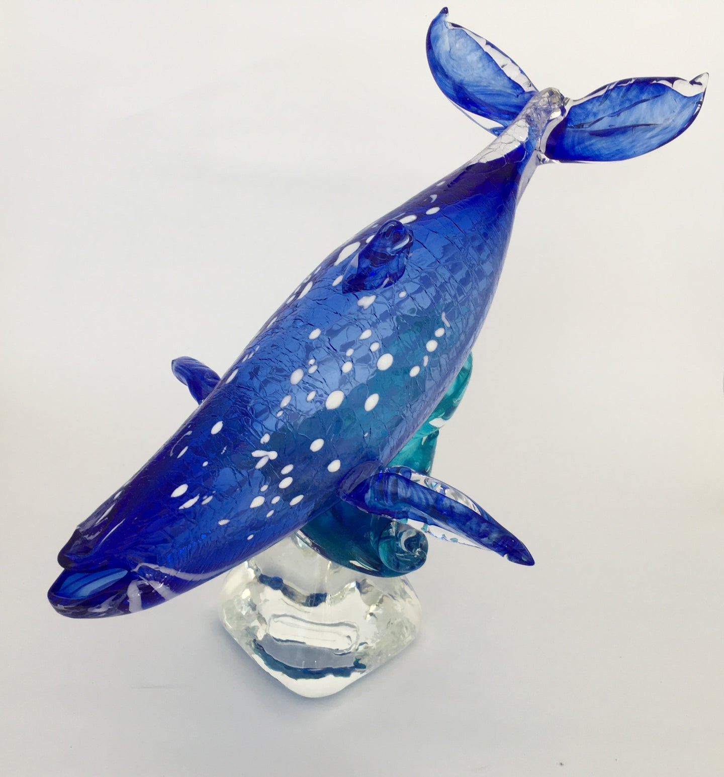 Baleine bleue sur base de verre / Blue Whale on glass base