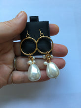 Load image into Gallery viewer, Aida Gold Pearls Earrings