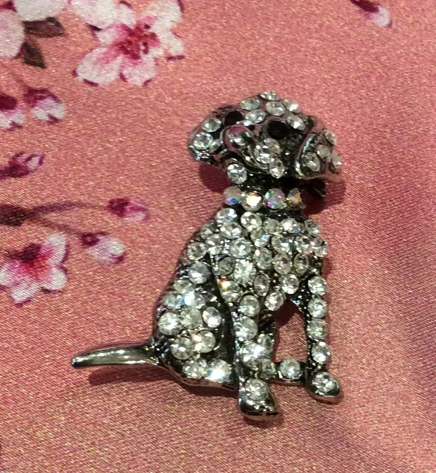 Sitting dog brooch