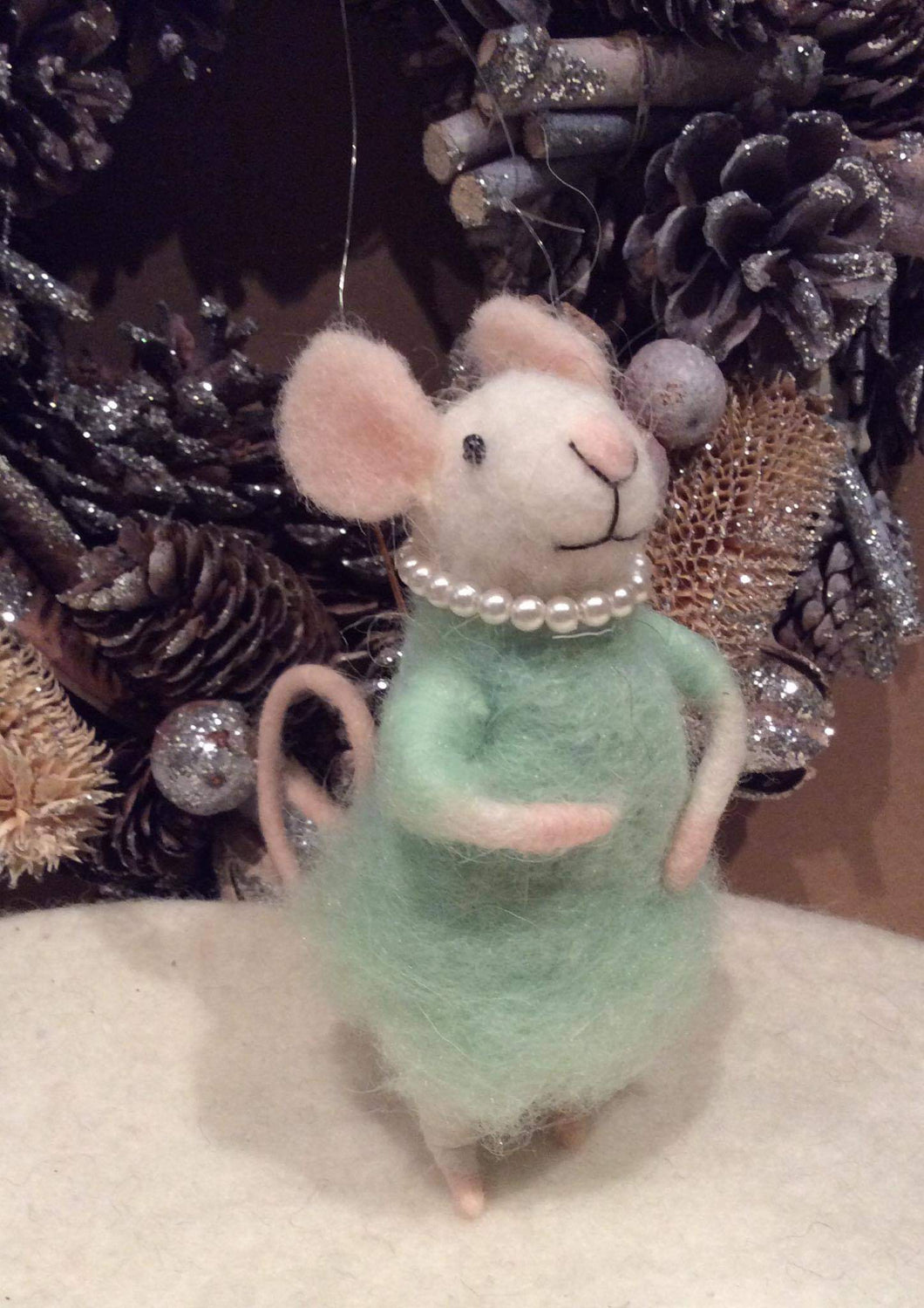 Green Pearl Necklace Mouse Felt