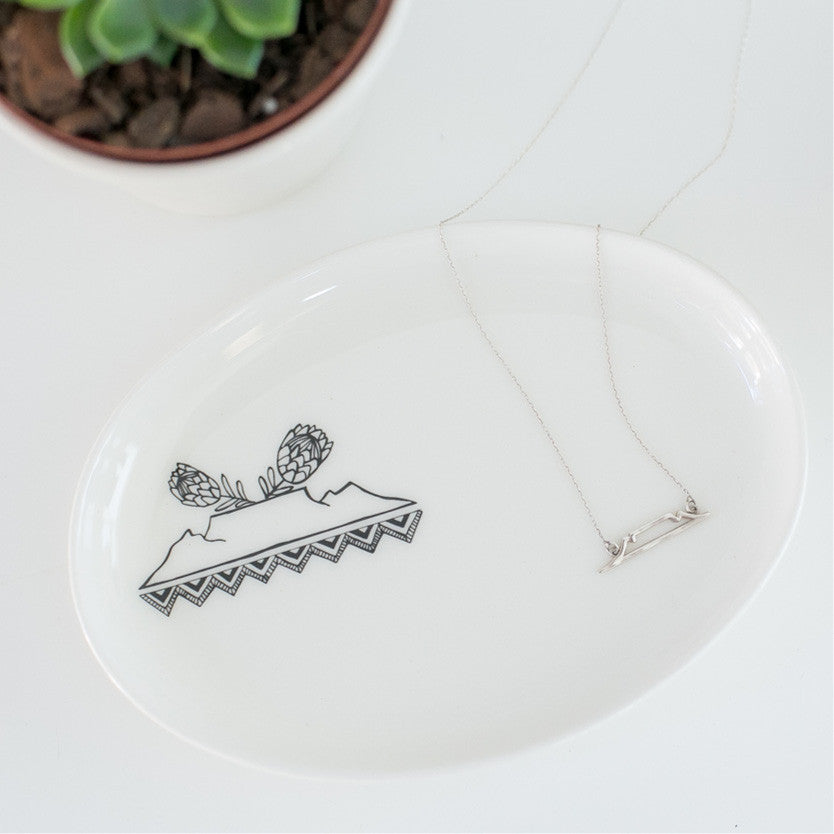 Table Mountain necklace and jewellery plate gift set