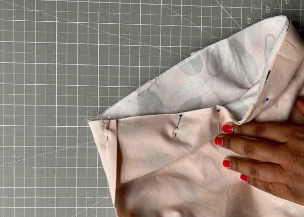 Pinning outer bag and lining together