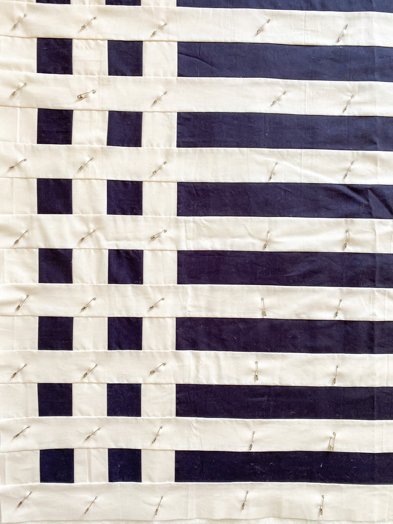 how to baste a quilt - simple stripes quilt - pin basting