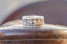 Load image into Gallery viewer, Size 11 1/4- Men's Engraved Silver Ring