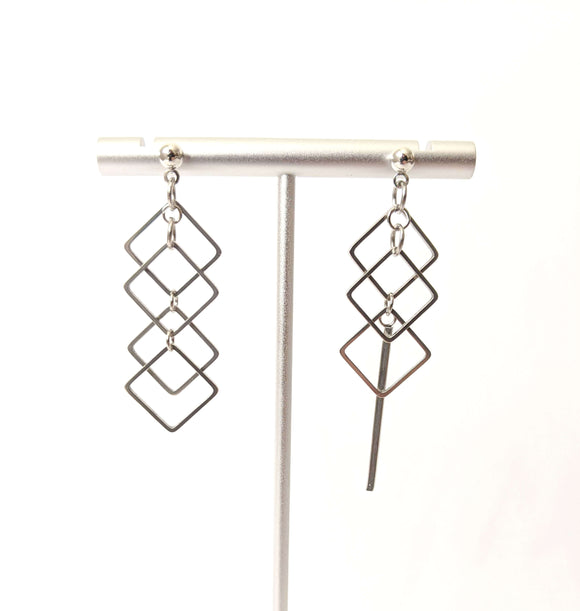 Mismatched squares bar earrings Impulse Notion